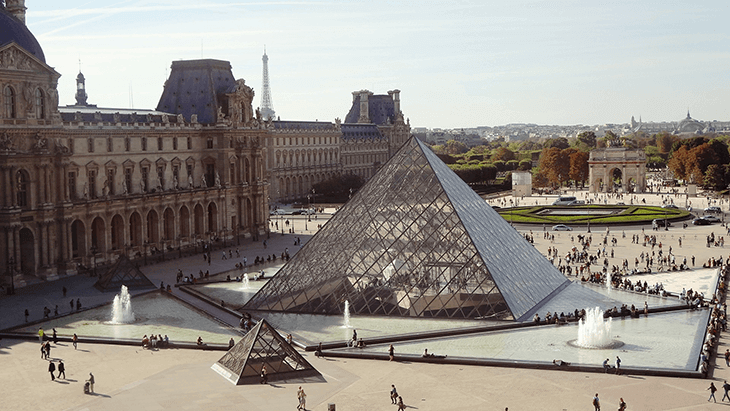 Best Time to Visit Paris, France: The Louvre pyramid