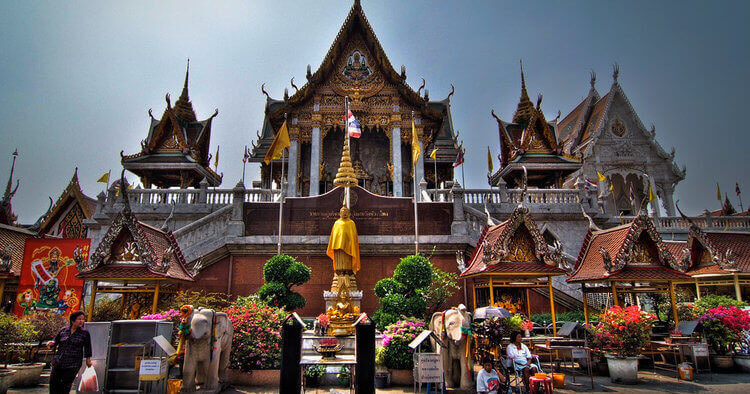 Silom: the best area to stay in Bangkok for backpackers