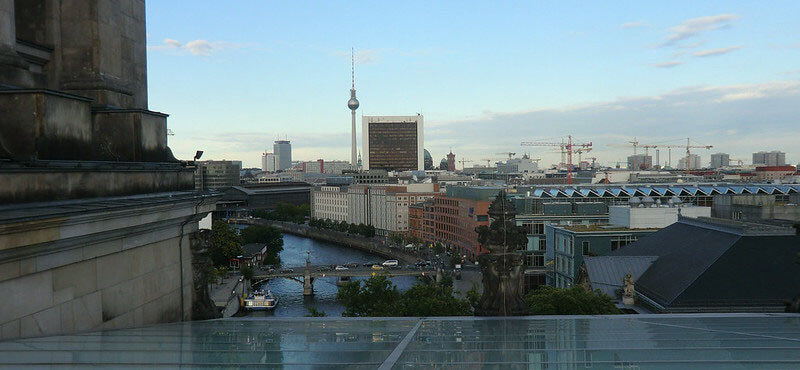 where is the best area to stay in berlin near tourist attractions: Mitte