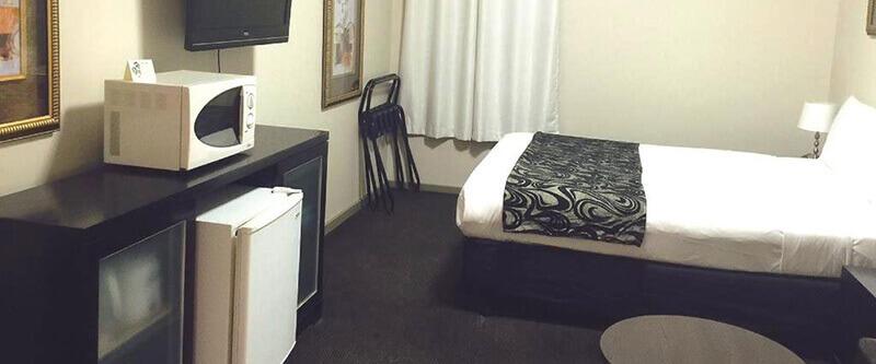 Best Cheap Backpacker Hostels in Melbourne CBD: City Square Motel Melbourne