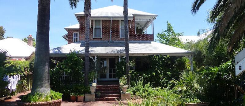 Best Hotels in Perth Australia: Lakeside Bed & Breakfast Perth Hotel