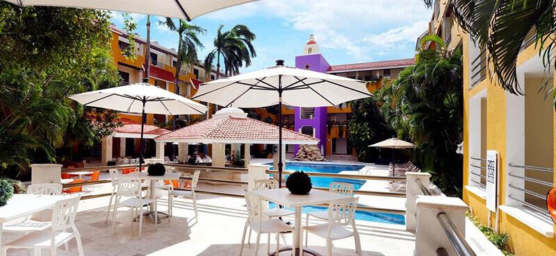 Best Cheap Hotels In Cancun: Adhara Hacienda Cancun