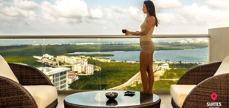 Best Cheap Hotels In Cancun: Suites Malecon Cancun