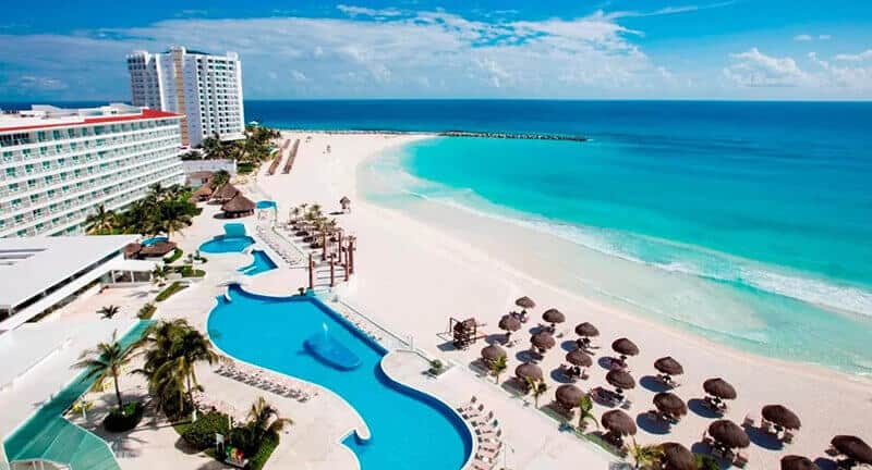 Best Hotels In Cancun For Partying: Krystal Cancun